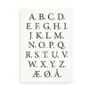 Klassisk dansk alfabetplakat med sorte bogstaver
