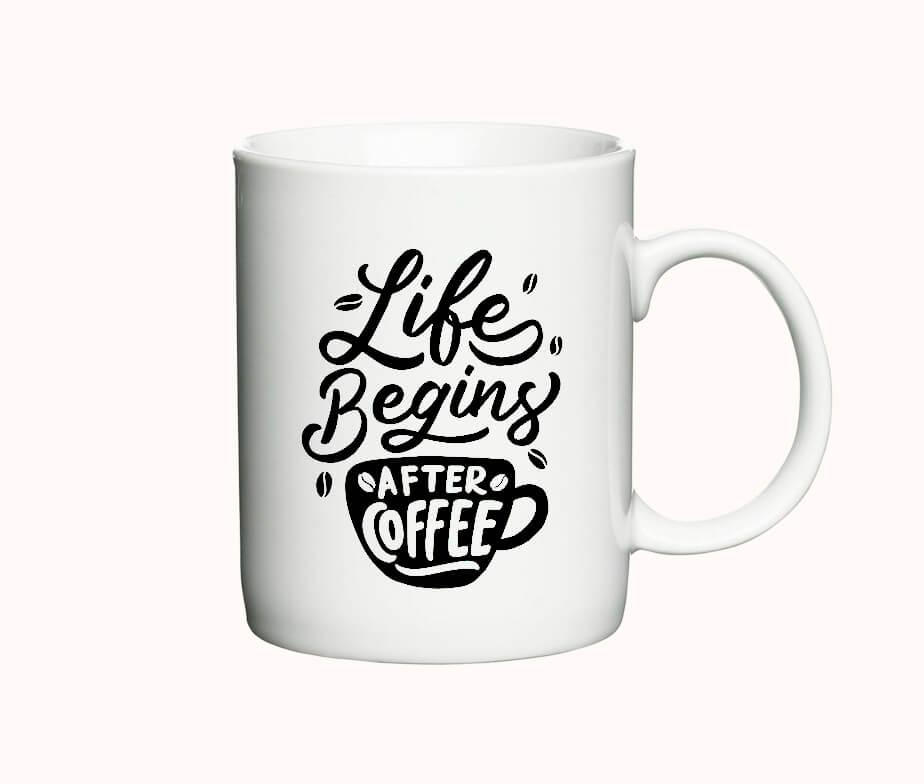 "Krus med teksten ""Life begins after coffee"""